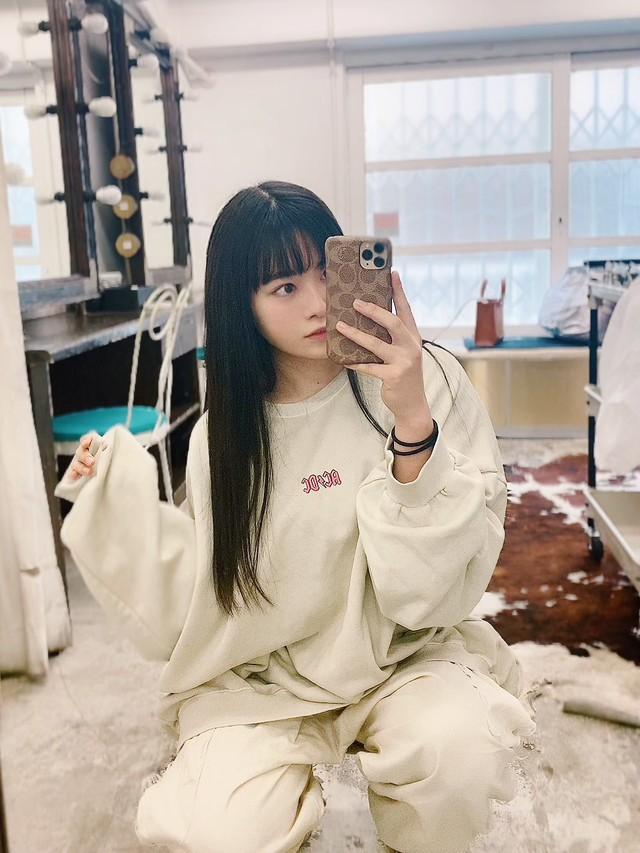 nữ YouTuber xinh đẹp ức chế, tự vạch áo khoe vòng -16212234674831984159031
