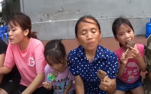 Làm Vlog giữa thời kỳ nhạy cảm, Bà Tân gây tranh cãi dữ dội vì điều cấm kỵ này - Ảnh 9.