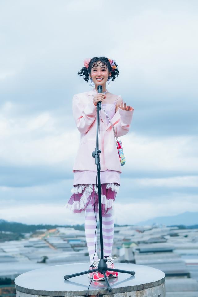 Ngây ngất trước nụ cười tỏa nắng của Juky San: Ai bảo cứ phải hở hở hang hang mới khiến 500 anh em mê mệt - Ảnh 4.
