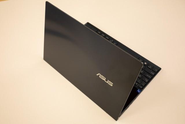 Cận cảnh ZenBook Duo 14 2021 - Laptop hai màn hình dành cho tương lai - Ảnh 1.
