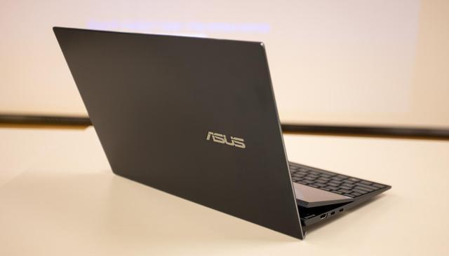 Cận cảnh ZenBook Duo 14 2021 - Laptop hai màn hình dành cho tương lai - Ảnh 10.