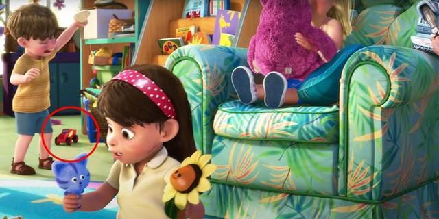 Soi loạt Easter Egg được giấu trong phim hoạt hình Pixar, những chi tiết bé xíu hóa ra đều có ý nghĩa cả - Ảnh 7.