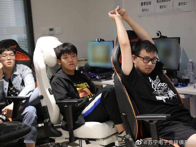 Bin trở lại gaming house Suning chuẩn bị cho giải đấu mùa hè, gián tiếp xác nhận sẽ gắn bó cùng đội tuyển? - Ảnh 1.