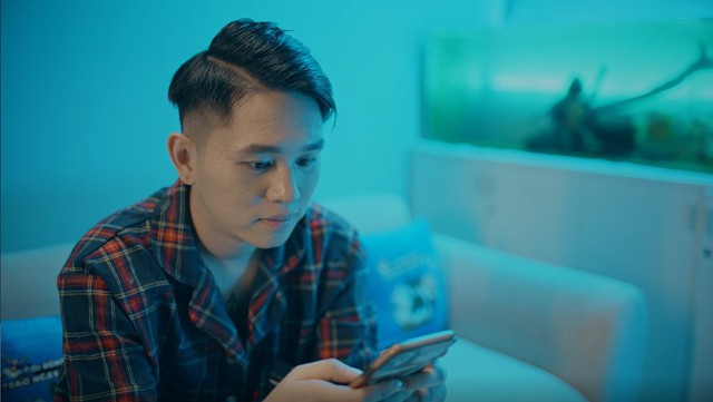 B Ray kết hợp cùng Gọi Rồng Online, hóa thành chàng trai si tình trong MV mới Thức Để Có Em - Ảnh 3.