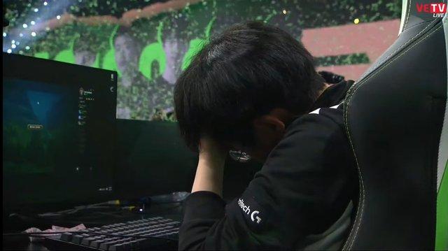 Một cánh én không níu nổi mùa xuân, ShowMaker gục khóc nhìn RNG đánh bại DWG KIA để đăng quang MSI 2021 - Ảnh 9.