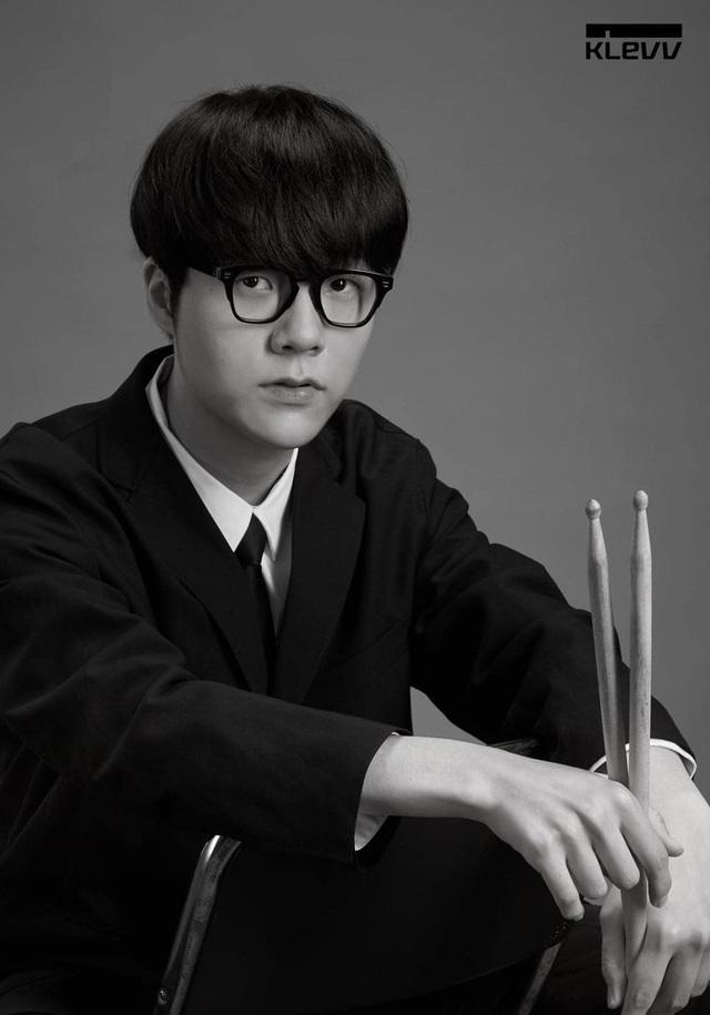 Chán làm tuyển thủ, các thành viên T1 rủ nhau lập boy-band, nhan sắc Chủ tịch Faker gây sốt không kém idol K-Pop - Ảnh 3.