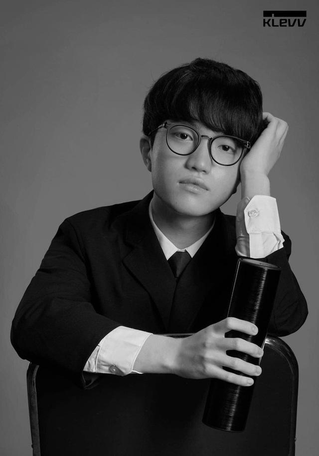Chán làm tuyển thủ, các thành viên T1 rủ nhau lập boy-band, nhan sắc Chủ tịch Faker gây sốt không kém idol K-Pop - Ảnh 6.