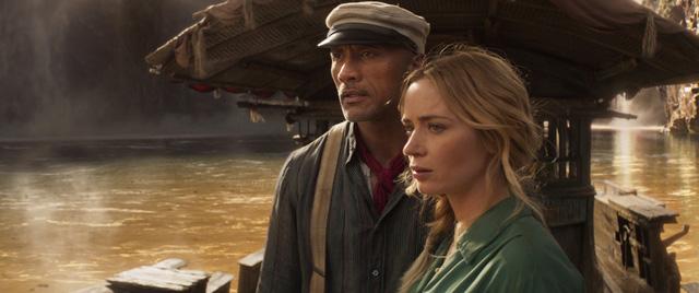 Cặp đôi hoàn cảnh The Rock và Emily Blunt thám hiểm rừng xanh trong trailer phim hành động Jungle Cruise - Ảnh 6.