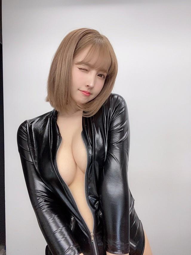 Nghe lời mẹ, thánh nữ Yua Mikami giảm dần tần suất đóng phim, chuyển hướng sang quảng cáo bikini gợi cảm - Ảnh 7.
