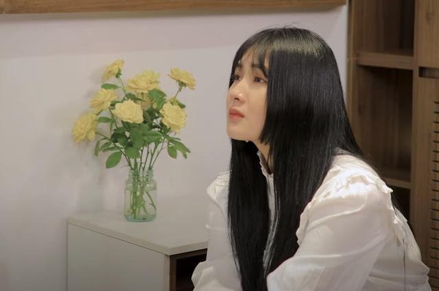 """Nữ streamer từng dính """"phốt"""" khoe thân phản cảm ra bị nhận xét """"giả trân"""" trong MV ca nhạc đầu tay - Ảnh 4."""