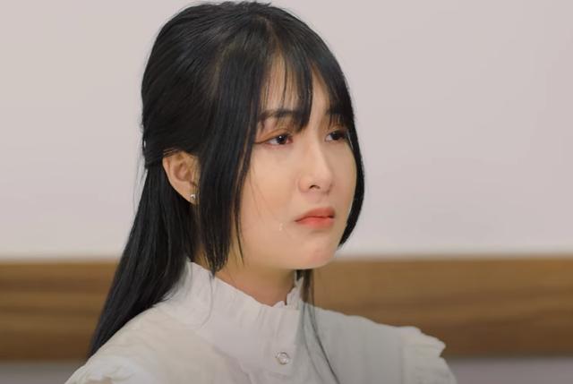 """Nữ streamer từng dính """"phốt"""" khoe thân phản cảm ra bị nhận xét """"giả trân"""" trong MV ca nhạc đầu tay - Ảnh 3."""
