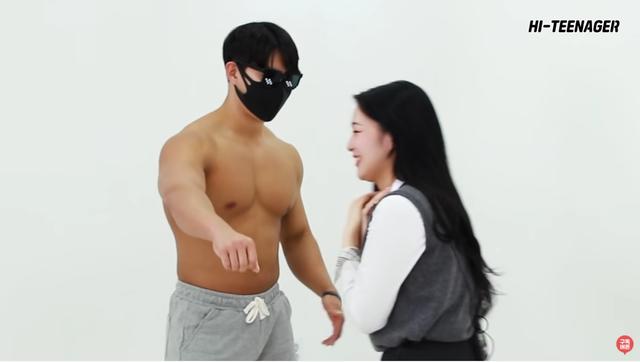 Làm thử thách kiểm tra phản ứng của các cô gái xinh đẹp trước dàn trai 6 múi, YouTuber gặp vô số chỉ trích, gạch đá - Ảnh 7.