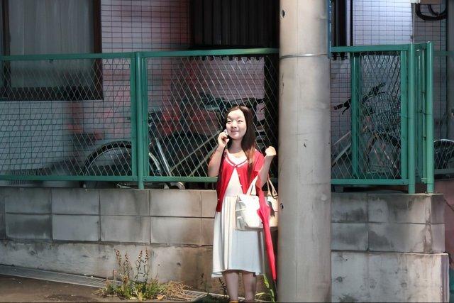 CĐM phát hãi với nhân vật cô gái váy đỏ đứng bốt điện thoại trong phim Nhật Bản, nhìn cái mặt đã muốn ói - Ảnh 3.