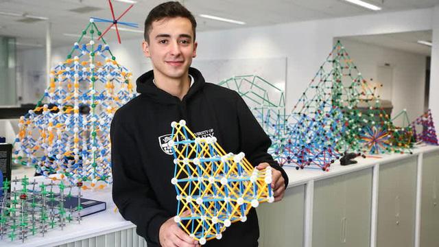 Chỉ bằng một dòng code, anh sinh viên giải được thách thức kéo dài 2 thập kỷ nay của máy tính lượng tử - Ảnh 2.