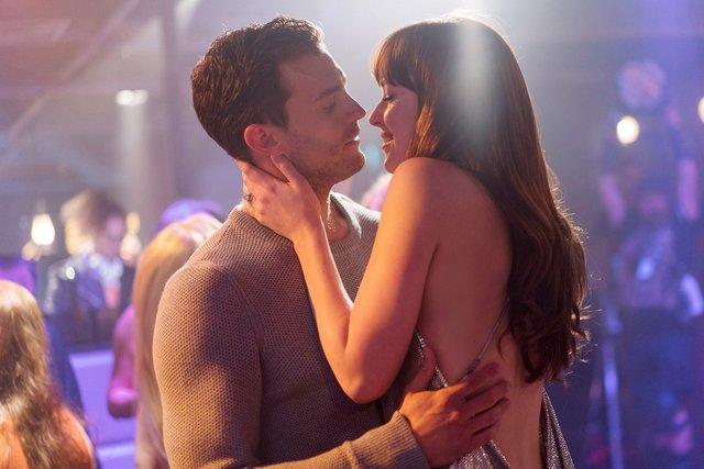 Top 10 mối quan hệ độc hại trên phim ảnh, xem mà không khỏi rùng mình vì cái gọi là tình yêu - Ảnh 3.