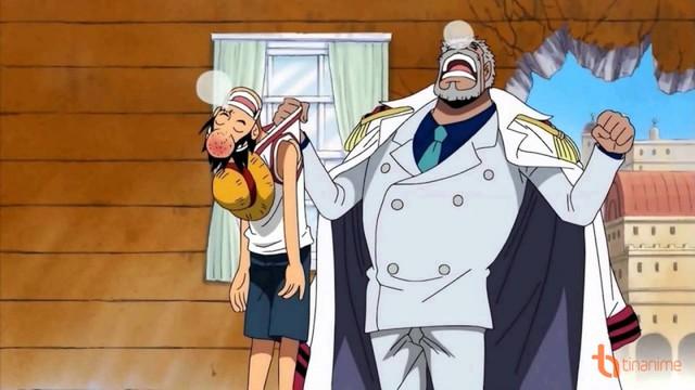One Piece: Với sức mạnh hiện tại liệu Luffy đã đủ sức để hứng chịu cú đấm yêu thương của ông nội Garp? - Ảnh 2.