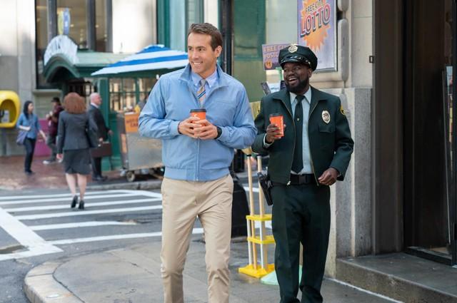 Deadpool Ryan Reynolds tình tứ với đả nữ game trong trailer cháy nổ mới toanh của Free Guy - Ảnh 3.