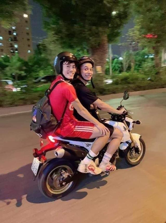 Cộng đồng fan game bất ngờ gọi tên nam streamer nổi tiếng sau cú ngã của Văn Toàn trong trận gặp Malaysia - Ảnh 4.