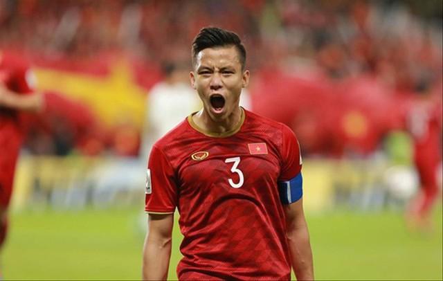 Cộng đồng fan game bất ngờ gọi tên nam streamer nổi tiếng sau cú ngã của Văn Toàn trong trận gặp Malaysia - Ảnh 1.