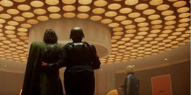 Những easter egg thú vị trong tập đầu tiên của Loki, vừa gợi chuyện quá khứ, vừa úp mở về tương lai MCU - Ảnh 5.