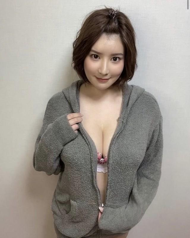 Sở hữu vòng một nặng nhất làng phim 18+ Nhật Bản, nàng hot girl mơ lật đổ Yua Mikami: Tôi muốn là người giỏi nhất - Ảnh 5.