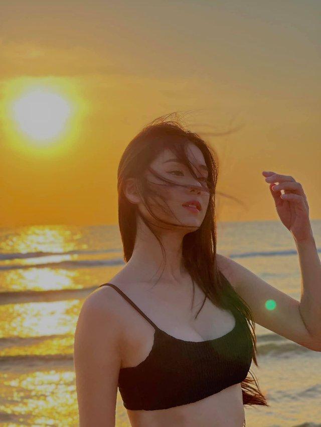 2000 trận chỉ chơi một tướng, girl 1 champ Hoàng Yến Chibi lột xác khoe body sexy, tâm hồn thì căng mọng - Ảnh 3.