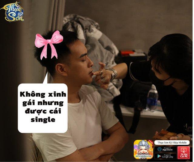 Bộ ảnh hậu trường với Thục Sơn 4D bị leak, fan đồng loạt: Hồ Quang Hiếu là danh hài thật rồi, ca sĩ chỉ là nghề phụ thôi - Ảnh 7.