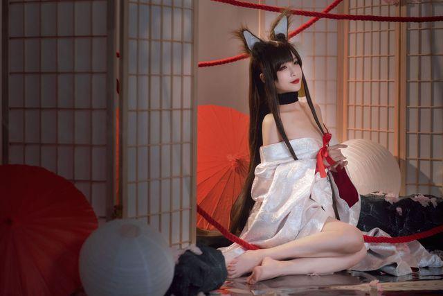 Game thủ ngẩn ngơ ngắm gái xinh cosplay mỹ nữ Akagi lấp ló vòng một trong Azur Lane - Ảnh 12.