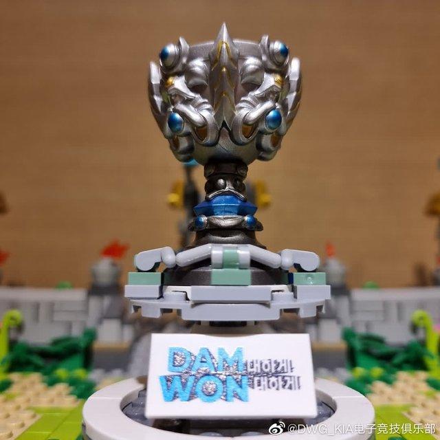DWG KIA nhận được món quà vinh danh vô địch CKTG siêu cấp đáng yêu từ Riot Hàn - Ảnh 2.