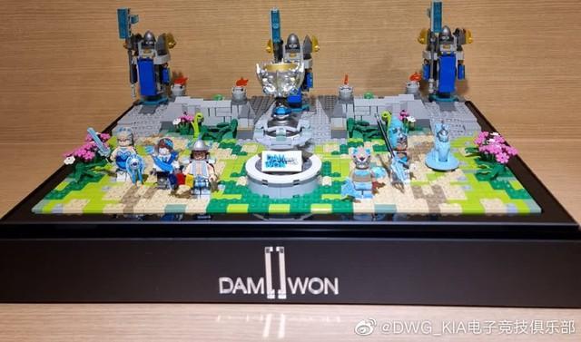 DWG KIA nhận được món quà vinh danh vô địch CKTG siêu cấp đáng yêu từ Riot Hàn - Ảnh 6.