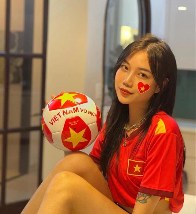 """Tuyển nhà chính thức đoạt vé dự vòng loại thứ 3 World Cup 2022, loạt hot girl làng game có hành động """"ăn mừng"""" độc đáo - Ảnh 12."""