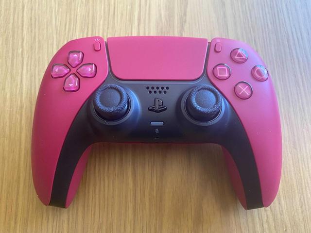 Trên tay 2 phiên bản mới Cosmic Red và Midnight Black của tay cầm DualSense PS5 - Ảnh 3.