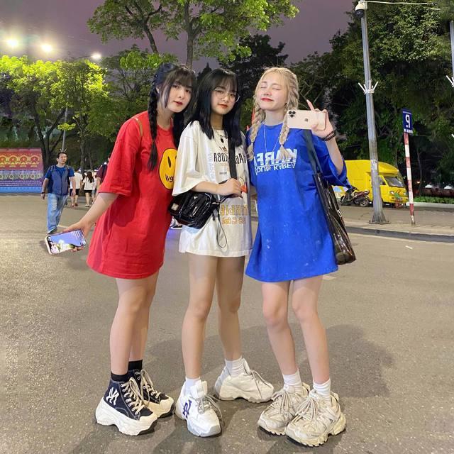 Nhiều lần xuất hiện cạnh chị em streamer Quỳnh Alee và Gấm Kami, nàng hot girl lạ gây chú ý - Ảnh 2.