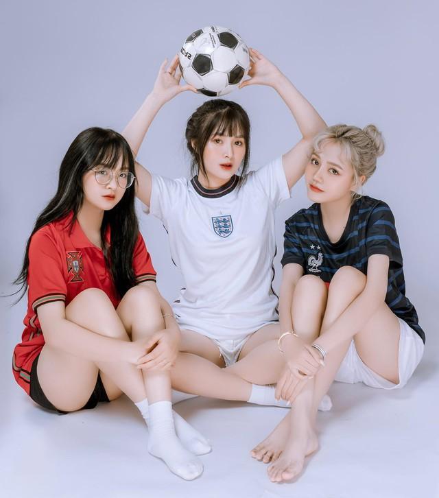 Nhiều lần xuất hiện cạnh chị em streamer Quỳnh Alee và Gấm Kami, nàng hot girl lạ gây chú ý - Ảnh 1.