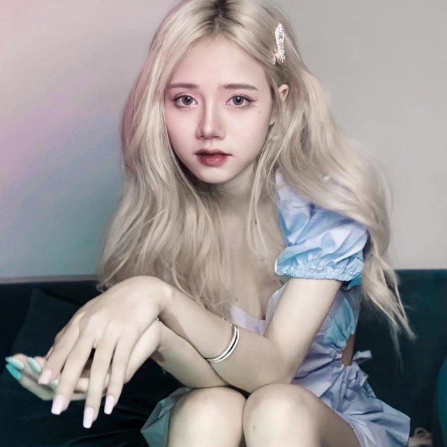 Nhiều lần xuất hiện cạnh chị em streamer Quỳnh Alee và Gấm Kami, nàng hot girl lạ gây chú ý - Ảnh 4.