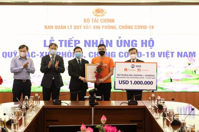 Shopee và Garena Việt Nam ủng hộ 1 triệu USD vào Quỹ vắc-xin phòng, chống Covid-19 - Ảnh 1.
