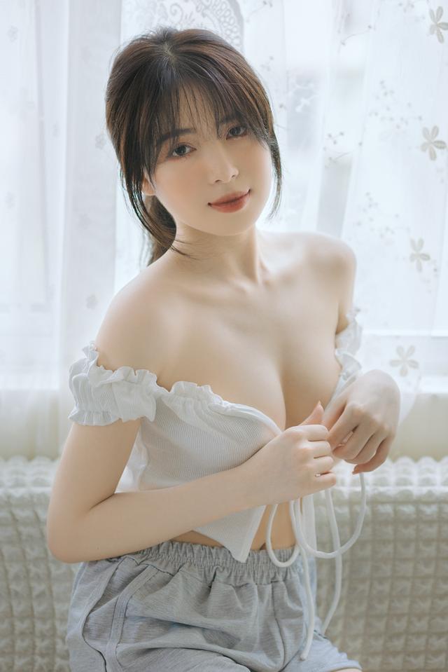 Mặt xinh dáng đẹp, nàng hot girl Việt 2k2 khoe vòng một gợi cảm gây sốt, CĐM nô nức rủ nhau xin info - Ảnh 2.