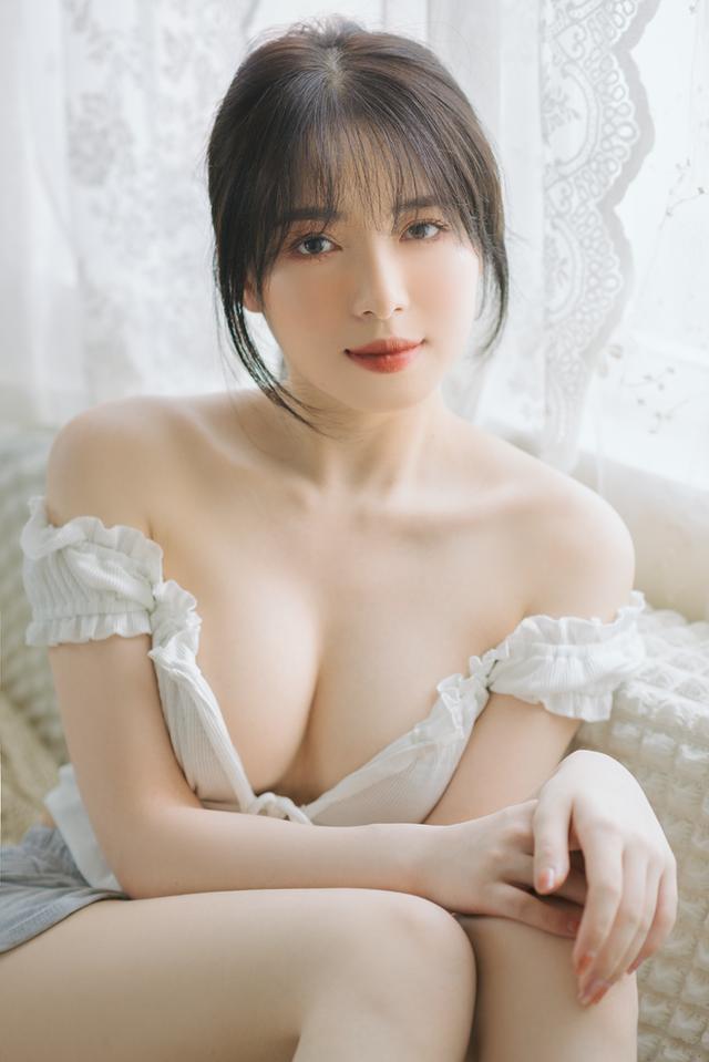 Mặt xinh dáng đẹp, nàng hot girl Việt 2k2 khoe vòng một gợi cảm gây sốt, CĐM nô nức rủ nhau xin info - Ảnh 1.
