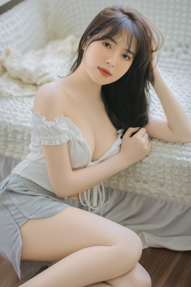 Mặt xinh dáng đẹp, nàng hot girl Việt 2k2 khoe vòng một gợi cảm gây sốt, CĐM nô nức rủ nhau xin info - Ảnh 3.