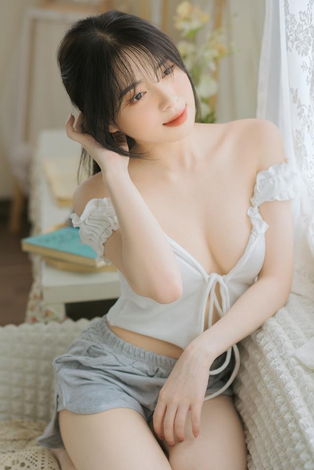 Mặt xinh dáng đẹp, nàng hot girl Việt 2k2 khoe vòng một gợi cảm gây sốt, CĐM nô nức rủ nhau xin info - Ảnh 4.