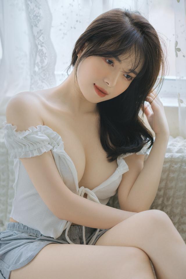 Mặt xinh dáng đẹp, nàng hot girl Việt 2k2 khoe vòng một gợi cảm gây sốt, CĐM nô nức rủ nhau xin info - Ảnh 5.