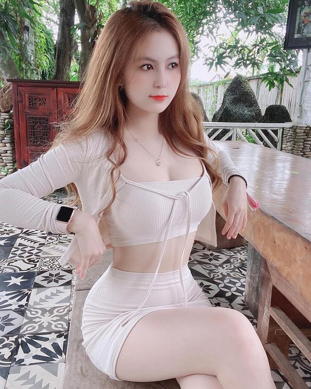 Tạm dừng làm YouTuber, cô giáo hot girl Trân Trần khiến CĐM bỏng mắt với màn khoe vòng một gợi cảm để test phao bơi - Ảnh 10.