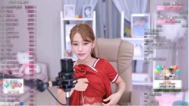 Tự vén váy khoe nội y với fan, nữ streamer xinh đẹp gây bức xúc khi thừa nhận Mặc quần áo livestream khó quá - Ảnh 5.
