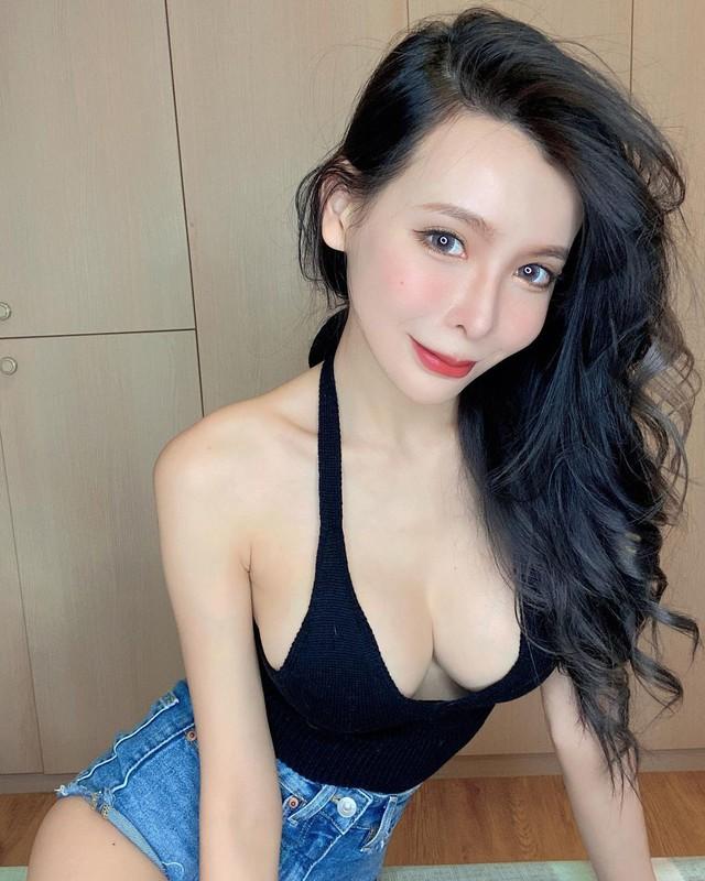 Mặc thử các sản phẩm gợi cảm rồi đăng lên MXH, cô chủ shop vô danh bỗng hóa hot girl vì quá nóng bỏng - Ảnh 2.