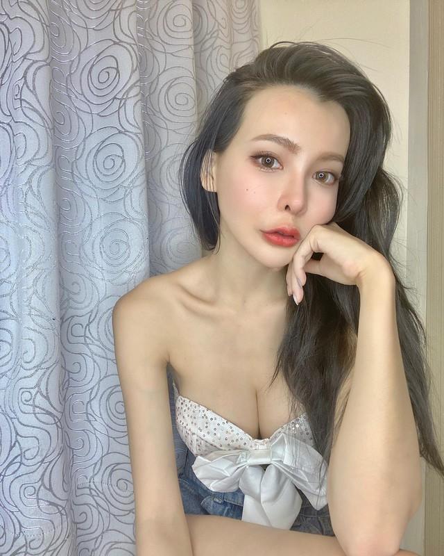 Mặc thử các sản phẩm gợi cảm rồi đăng lên MXH, cô chủ shop vô danh bỗng hóa hot girl vì quá nóng bỏng - Ảnh 3.