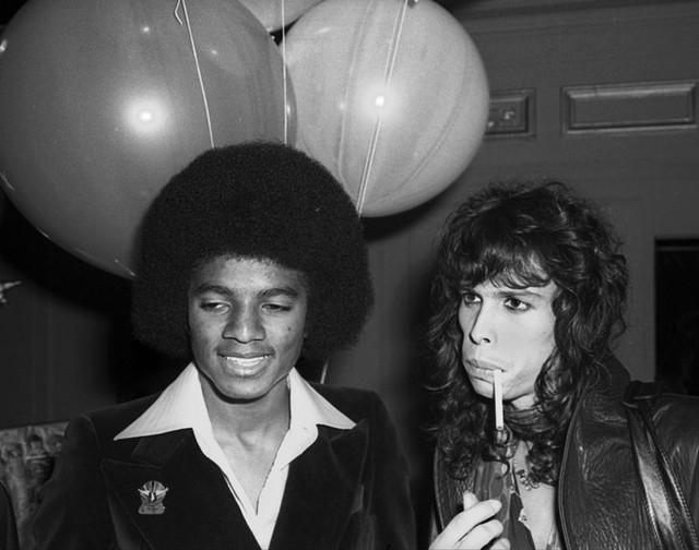 Michael Jackson trông sẽ như thế nào ở tuổi 50 nếu ông vua nhạc Pop không bao giờ phẫu thuật thẩm mỹ? - Ảnh 2.