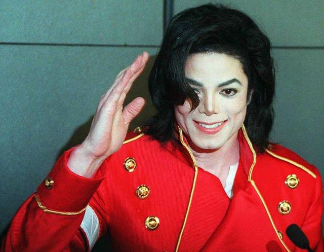 Michael Jackson trông sẽ như thế nào ở tuổi 50 nếu ông vua nhạc Pop không bao giờ phẫu thuật thẩm mỹ? - Ảnh 7.