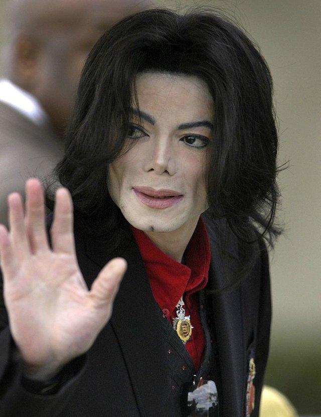 Michael Jackson trông sẽ như thế nào ở tuổi 50 nếu ông vua nhạc Pop không bao giờ phẫu thuật thẩm mỹ? - Ảnh 8.