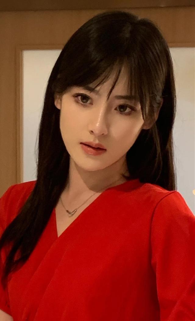 Livestream nhưng không bao giờ lộ giọng, hot girl số 1 TikTok xứ Trung bị nghi ngờ là trai giả gái - Ảnh 2.