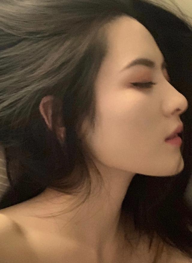 Livestream nhưng không bao giờ lộ giọng, hot girl số 1 TikTok xứ Trung bị nghi ngờ là trai giả gái - Ảnh 5.